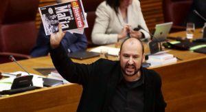 Intervención del diputado socialista Josep Moreno. | EL PAIS